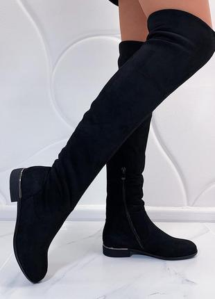Зимние сапоги ботфорты на низком каблуке.1 фото