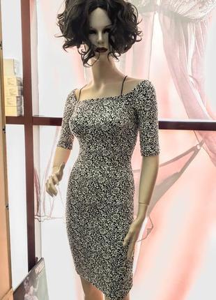 Вечірнє плаття з декольте лодочка
