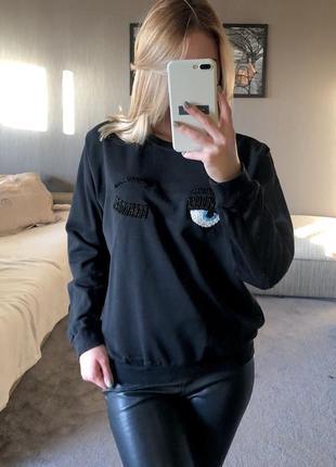 Чёрный свитшот с аппликацией из бисера