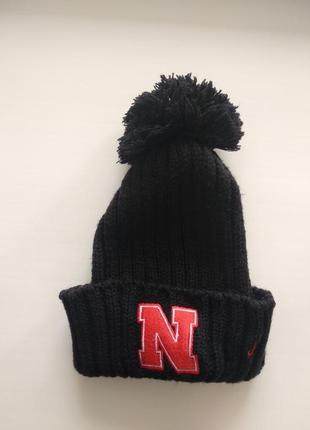Черная теплая шапка