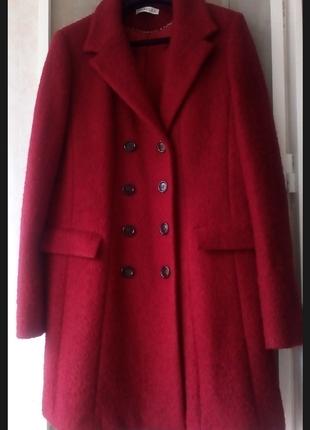 Шикарное зимнее двубортное пальто букле рубиновый цвет max mara