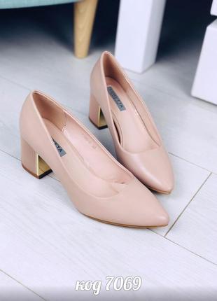 Лодочки на широком рифленом каблуке с позолотой туфли туфлі туфельки