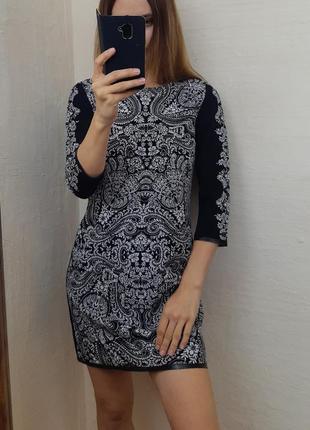 Красивое нарядное платье с узором платье трапеция