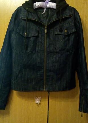 Утепленная джинсовая куртка с капюшоном