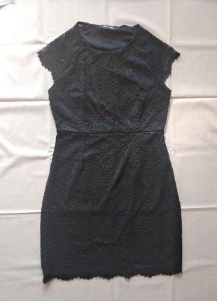 Кружевное классическое платье гипюр футляр