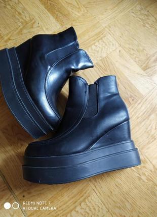 Ботинки деми на платформе