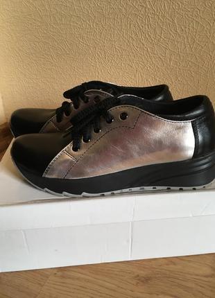 Кожаные ботинки, кроссовки