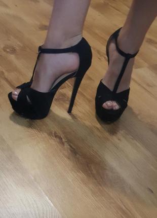 Босоніжкі ідеальні каблук високий