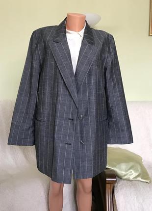 Модный пиджак-оверсайз.