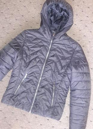 Чёрная стёганая куртка с капюшоном bershka
