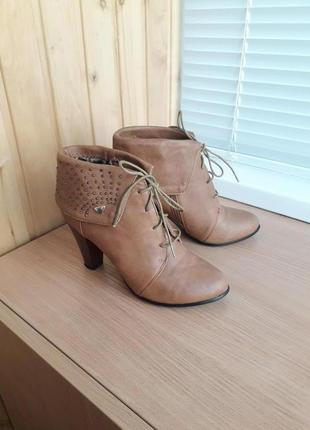 Кожаные полуботинки на каблуке