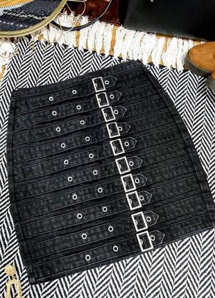 Джинсовая юбка с пряжками
