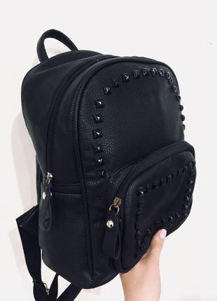 Чорный базовый городской рюкзак