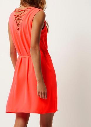 Яркое неоновое платье сарафан с шнуровкой переплетом на спине