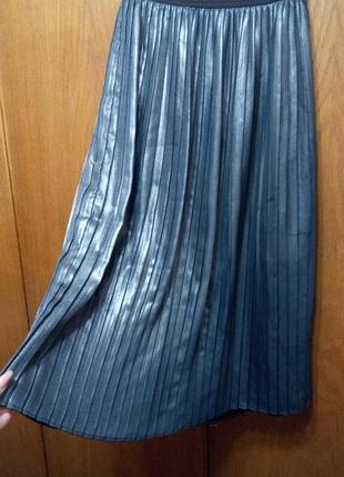 Юбка плиссе на резинке под темное серебро