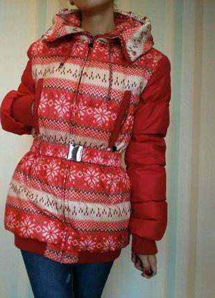 Пуховик зимний красный стильный с поясом и капюшоном geldeen fox
