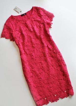 Нежное розовое платье с цветочными кружевными аппликациями tu