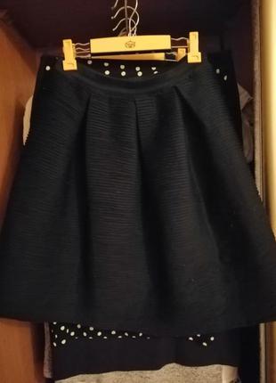 Черная клеш юбка