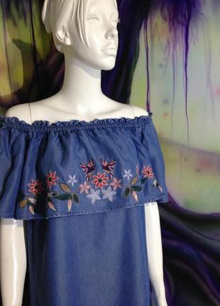Платье миди.красивое джинсовое платье с вышивкой и воланом