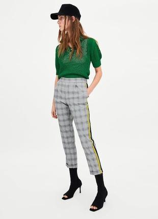 Тренд сезона. стильные свободные брюки в клетку с лампасами zara