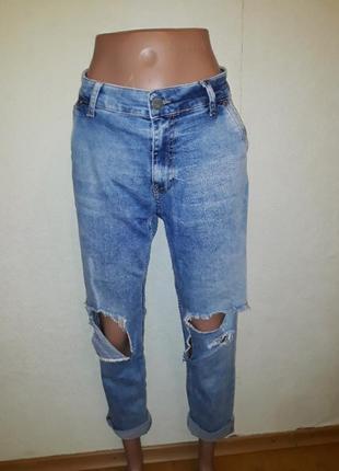 Рваные джинсы италия бойфренды