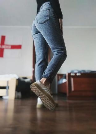 Плотные джинсы мом высокая посадка зауженные