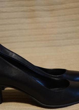 Красивые формальные черные кожаные туфли-лодочки на высоком каблуке bata швейцария 37 р