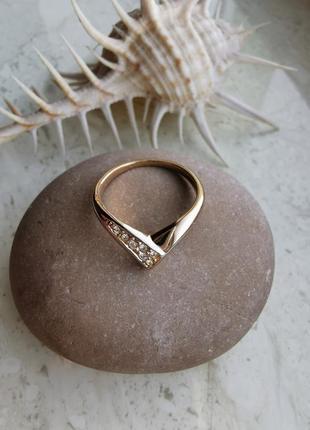 Элегантное кольцо уголком