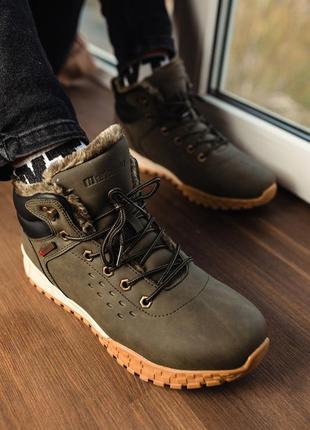 Теплые стильные ботинки