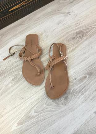 Босоножки кожа кожаные вьетнамки низкий каблук