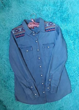 Распродажа до конца недели! стильная джинсовая рубашка с вышивкой
