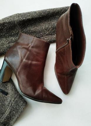 Кожаные ботинки на толстом каблуке