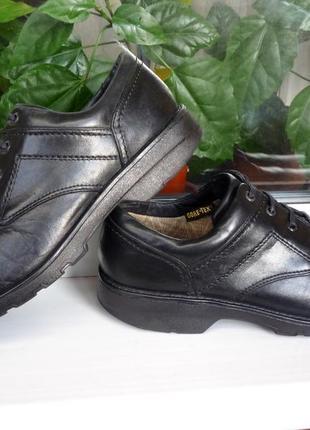 """Утепленные и супер-прочные кожаные  туфли  """" clarks, gore-tex ® """", англия! 43 р."""