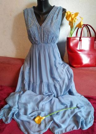Шикарное макси-платье с вышивкой