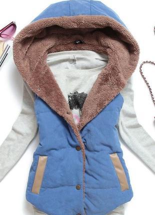 Уютная жилетка с мехом. теплая и мягкая