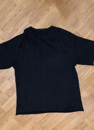 Стильная футболка zara с разрезами