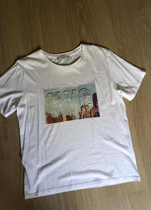 Стильная новая футболка