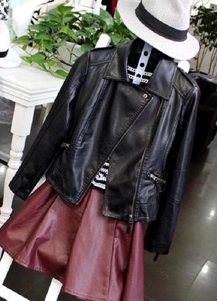 Новая, стильная кожаная куртка.