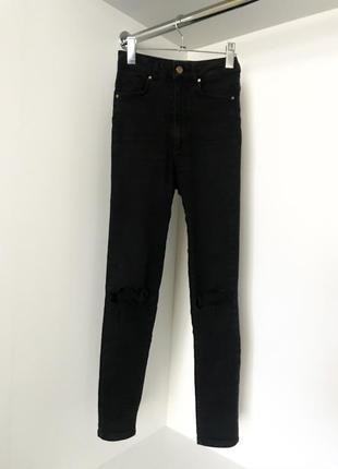 Чёрные облегающие джинсы скины джеггинсы с высокой посадкой талией разрезы на коленях
