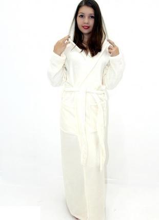 Махровый длинный женский белый халат с капюшоном