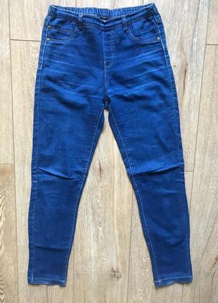 Стильные джинсы на резинке
