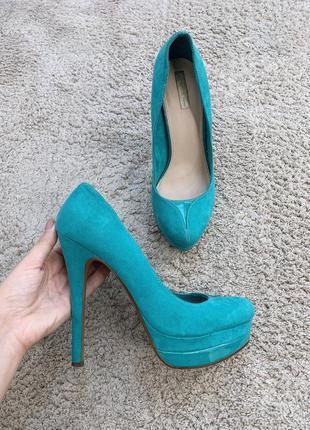 Бирюзовые замшевые туфли на высоком каблуке