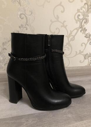 Кожаные натуральные ботинки полусапожки на каблуке