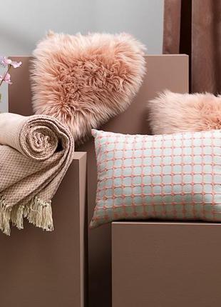 Декоративная подушка искуственный мех цвета пудры