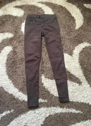 Коричневі класичні штани yes or no