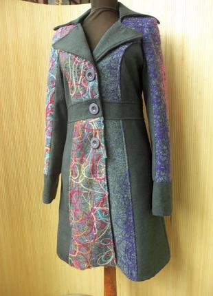 Оригинальное шерстяное пальто