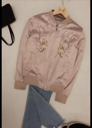 Трендовый бомбер короткая куртка с вышивкой