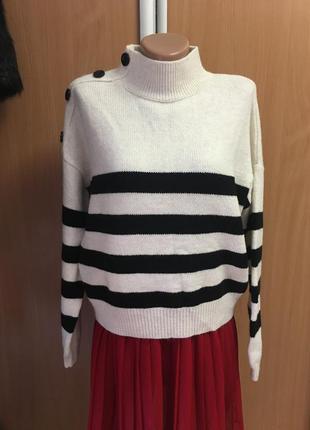 Стильный свитерок с актуальными пуговицами размер 10-12