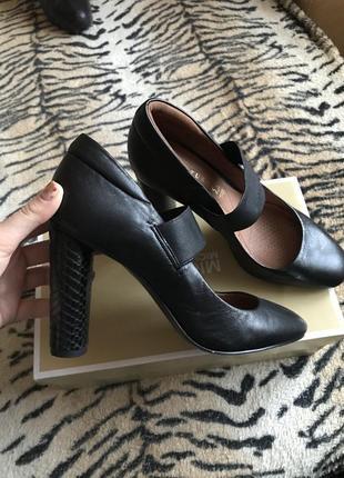 Кожаные туфли на высоком каблуке, осень мягкие и удобные.