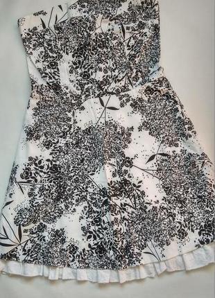 Платье-корсет без бретелей.